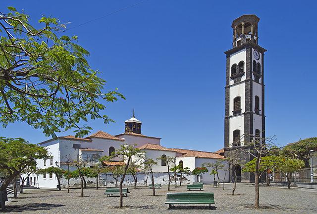640px-plaza_de_la_iglesia_santa_cruz_02